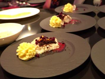 Kabeljauloin mit Roter Bete auf einem Spiegel von Beurre Blanc mit Kaviarperlen - Rezept - Bild Nr. 2