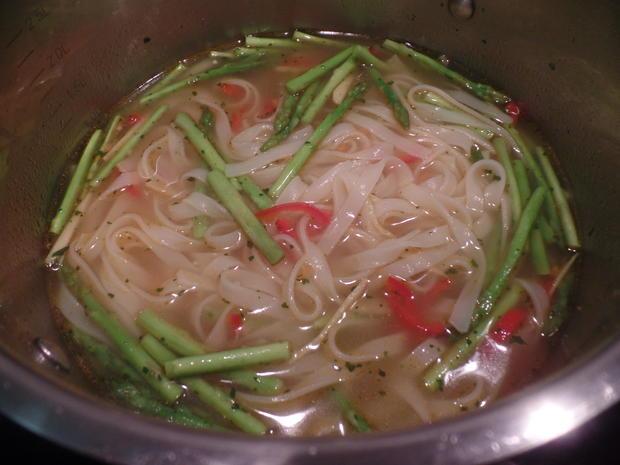 Scharfe Asia-Nudelsuppe mit Thai-Spargel - Rezept - Bild Nr. 8226