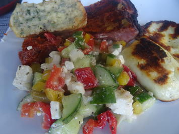 Rezept: Paprika-Gurken-Schafskäse-Salat