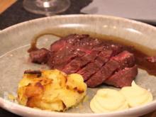 Flat-Iron-Steak an Rotweinjus, mit Kartoffel-Trüffel-Gratin und Blumenkohlcreme - Rezept - Bild Nr. 2