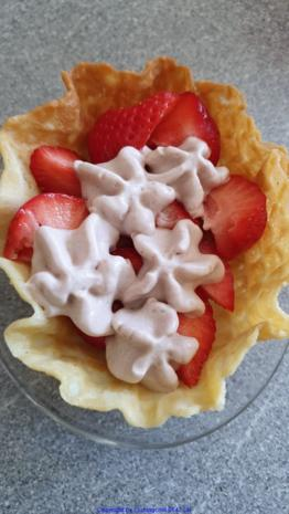 Erdbeereis mit Kakaosahne - Rezept - Bild Nr. 8241