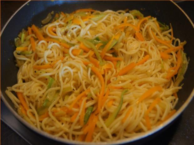 Pasta mit Spaghetti, Gemüse und Garnelen - Rezept - Bild Nr. 8261