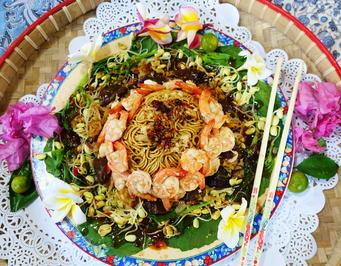 Garnelen mit Pilzen und bunten Nudeln auf Blütenkohl - Rezept - Bild Nr. 8252
