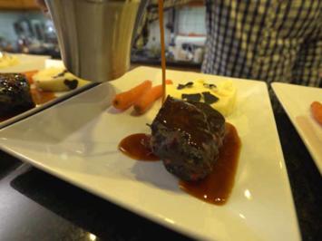 Ochsenbäckchen mit getrüffeltem Kartoffelstampf und glasierten Möhrchen - Rezept - Bild Nr. 2
