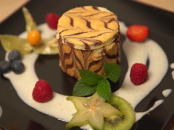 Erdbeercreme im Bisquitmantel mit Prosecco-Vanille-Schmand - Rezept - Bild Nr. 2