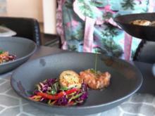 Jakobsmuscheln auf Pad-Thai-Salat mit Lachstatar - Rezept - Bild Nr. 2