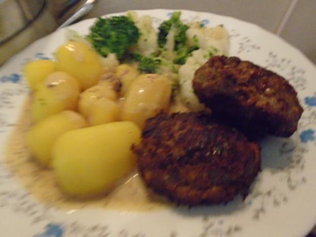 Buletten mit Sahnesauce, Drillingen und Blumenkohl-Brokkoli-Gemüse - Rezept - Bild Nr. 8260