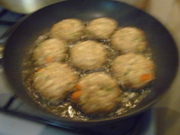 Buletten mit Sahnesauce, Drillingen und Blumenkohl-Brokkoli-Gemüse - Rezept - Bild Nr. 8263
