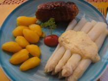 Schweinerouladen mit Mett gefüllt, Spargel und Drillingen - Rezept - Bild Nr. 2