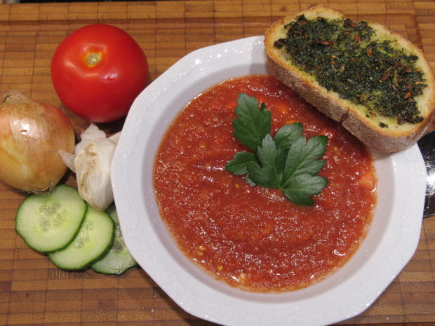 Suppen: Gazpacho mit Kräuterbaguette - Rezept - Bild Nr. 8283