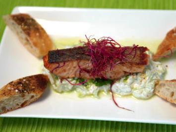 Lachs vom Grill auf Gurkenspaghetti, dazu frischgebackene Bobinger Seelen - Rezept - Bild Nr. 8296