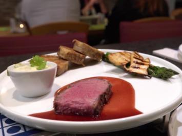 Roastbeef mit Serviettenknödeln aus Vinschgauer, Kräuterseitlingen und grünem Spargel - Rezept - Bild Nr. 8296