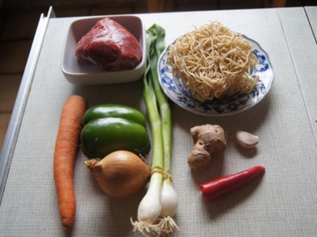 Mie-Nudeln mit Rindfleisch und Gemüse im Wok - Rezept - Bild Nr. 8297
