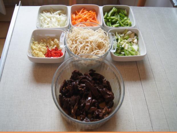 Mie-Nudeln mit Rindfleisch und Gemüse im Wok - Rezept - Bild Nr. 8304
