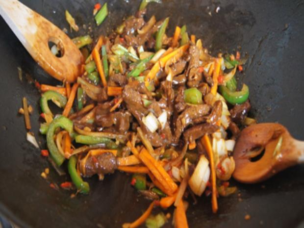 Mie-Nudeln mit Rindfleisch und Gemüse im Wok - Rezept - Bild Nr. 8309