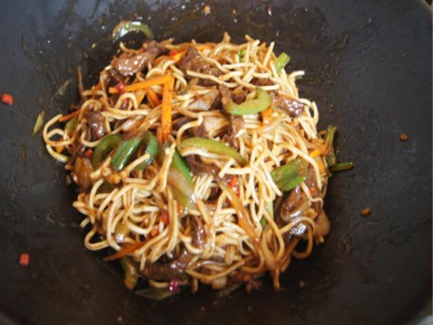 Mie-Nudeln mit Rindfleisch und Gemüse im Wok - Rezept - Bild Nr. 8311
