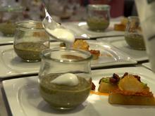 Spinat-Bärlauch-Suppe mit Schaumkrönchen, dazu Crostini mit Dips - Rezept - Bild Nr. 8345