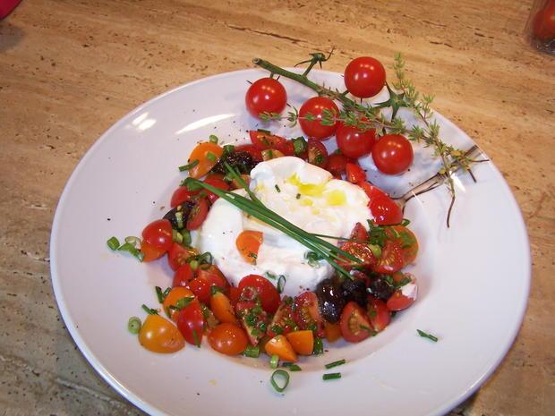 Ein schneller kleiner Tomatensalat mit einer Burrata - Rezept - Bild Nr. 8357