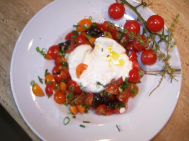Ein schneller kleiner Tomatensalat mit einer Burrata - Rezept - Bild Nr. 8358