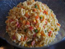 Nudelsalat mit Gabelspaghetti, Gemüse und Eiern - Rezept - Bild Nr. 8372