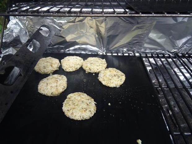 Saiblings-Filet-Röllchen und Reistaler vom Grill mit Honig-Senf-Soße - Rezept - Bild Nr. 8375