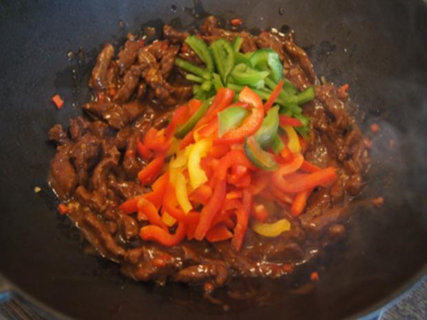 Rindfleisch-Paprika-Wok mit Cashew-Reis - Rezept - Bild Nr. 8432