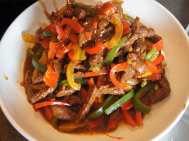Rindfleisch-Paprika-Wok mit Cashew-Reis - Rezept - Bild Nr. 8433