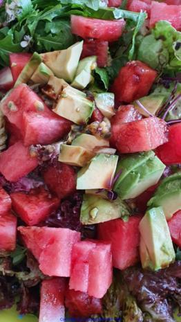 Biggi`s Salate = Wasabi-Rucula Salat mit Avocado Melone und Passionsfrucht - Rezept - Bild Nr. 8477