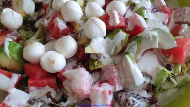 Biggi`s Salate = Wasabi-Rucula Salat mit Avocado Melone und Passionsfrucht - Rezept - Bild Nr. 8478
