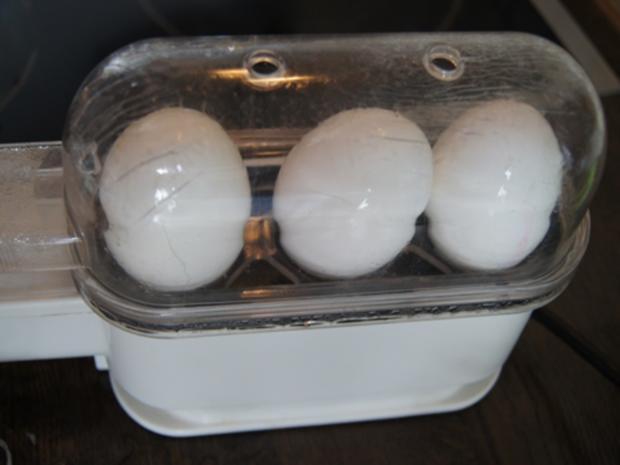 Gekochte Eier mit Dillsauce, Kartoffeln und Romana-Salat - Rezept - Bild Nr. 8473