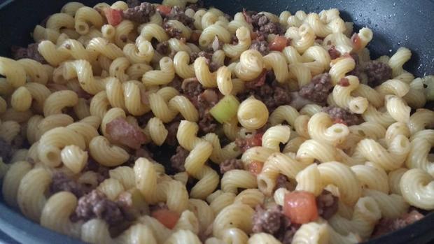 Einfache Nudeln mit Rindfleischsauce - Rezept - Bild Nr. 8579