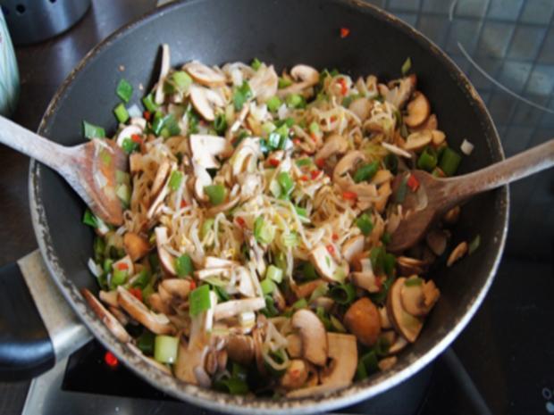 Champignon-Gemüse-Reis-Pfanne mit Spiegelei - Rezept - Bild Nr. 7