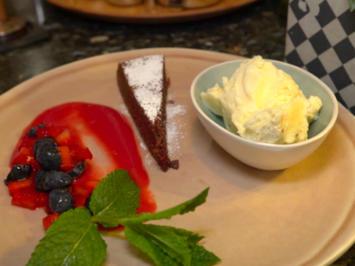 Rezept: Kalter Schokokuchen mit hausgemachtem Vanilleeis
