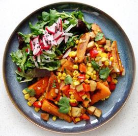 Rezept: Süßkartoffel-Mais-Pfanne mit Paprika und Feto