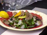 Rindercarpaccio mit Wildkräutersalat, gebratenen Spargelspitzen und Trüffel - Rezept - Bild Nr. 2