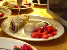 Heu-Milch-Joghurt aus der Molekularküche mit Pfannkuchen, Früchten und Trüffeln - Rezept - Bild Nr. 8638