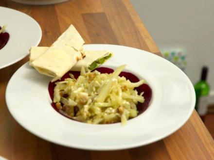 Kohlrabi-Fenchel-Salat auf Rote-Bete-Carpaccio an grünem Spargel in Filoteig - Rezept - Bild Nr. 2
