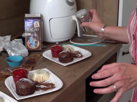 Warmes Schokoladenküchlein mit flüssigem Kern, Panna cotta und Erdbeerragout - Rezept - Bild Nr. 8773