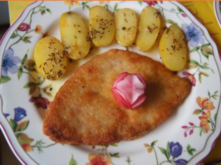Alm-Schnitzel mit Kümmel-Drillingen und Mini-Romana-Salat - Rezept - Bild Nr. 2