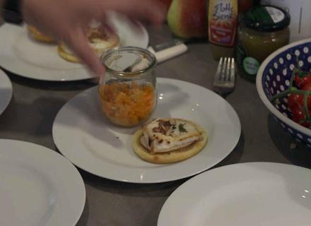 Ziegenkäse Tartlet mit Honig, Walnuss und Möhren-Thymiansalat - Rezept - Bild Nr. 2