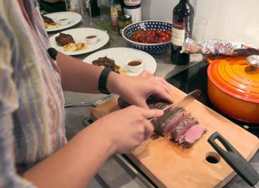 Zweierlei vom Eifelrind mit Kartoffel-Kohlrabi Gratin und Portweinjus - Rezept - Bild Nr. 2