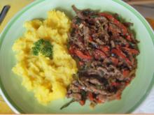Pfannengerührte Rindfleischstreifen mit Paprika und herzhaften Kartoffelstampf - Rezept - Bild Nr. 8866