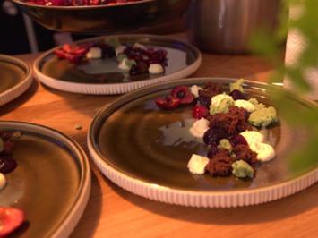 Mascarpone-Creme mit Kirschen, Minzcrumble und Vanille-Kirsch-Eis - Rezept - Bild Nr. 8869