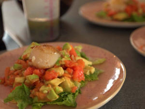Gebratene Jakobsmuscheln auf Avocado-Papaya-Salat - Rezept - Bild Nr. 2