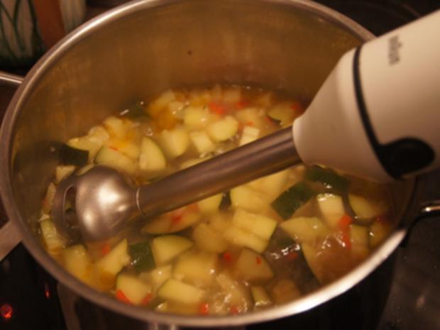Herzhafte Zucchini Suppe mit Einlage - Rezept - Bild Nr. 9