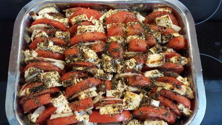 Gebackene Tomaten mit Zwiebeln und Schafskäse in Olivenöl - Rezept - Bild Nr. 8957