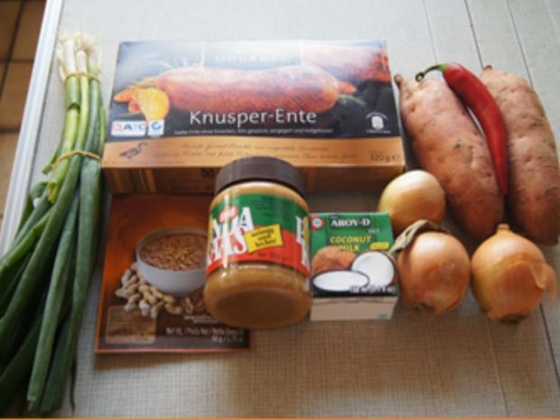 Knusperente auf Gemüsebett mit Erdnusssauce und Süßkartoffelstampf - Rezept - Bild Nr. 3