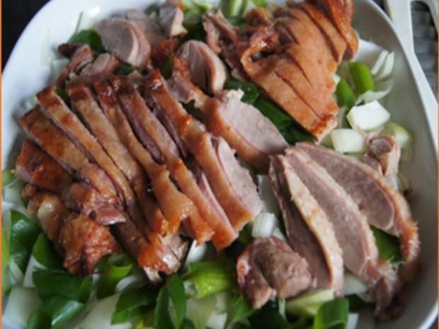 Knusperente auf Gemüsebett mit Erdnusssauce und Süßkartoffelstampf - Rezept - Bild Nr. 8