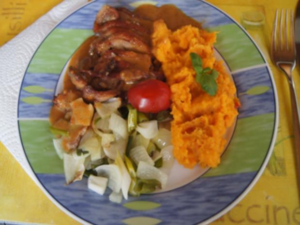 Knusperente auf Gemüsebett mit Erdnusssauce und Süßkartoffelstampf - Rezept - Bild Nr. 15