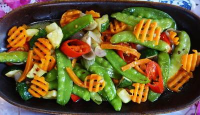 Cap Cay mit Zucchino und Zuckerschoten - Rezept - Bild Nr. 2